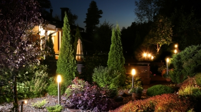 landscape-lighting-100358936